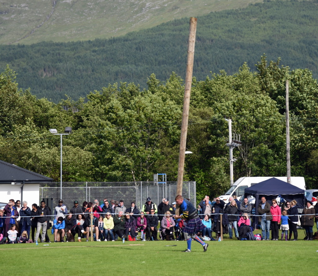 The Soggy, Sunny Highland Games of Taynuilt – Camerons ... Hammer Throw Technique