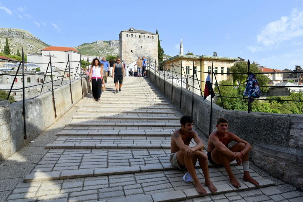 Cameron-Bosnia-Mostar-Divers
