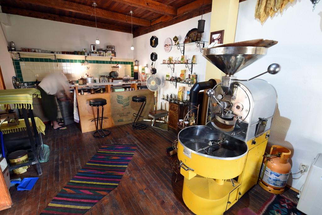 Cameron-Bosnia-Mostar-Jaz Shop