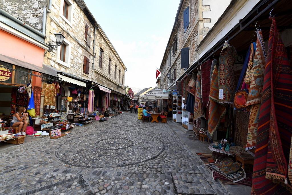 Cameron-Bosnia-Mostar-Market