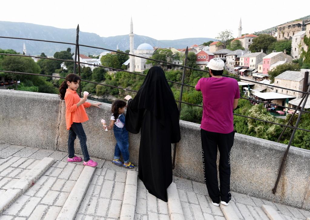 Cameron-Bosnia-Mostar-Muslim Family