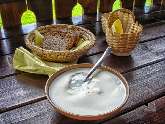 cameron-slovenia-kislo-mleko