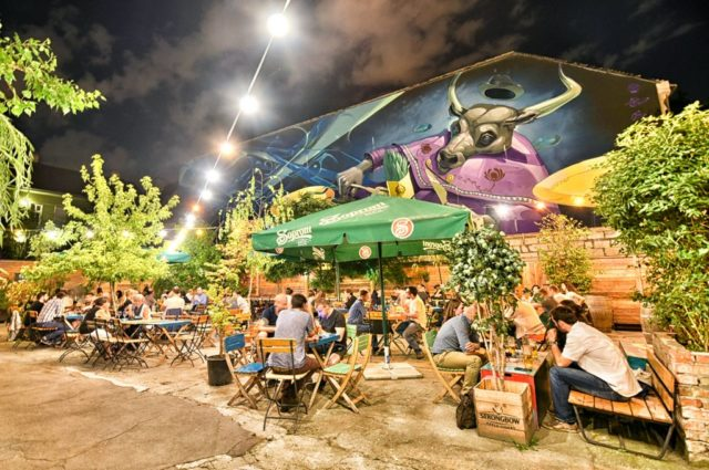 cameron-hungary-budapest-nightlife-ruin-pub-5