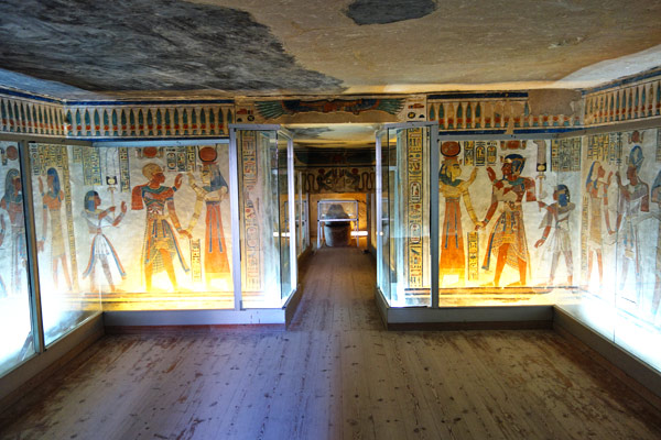 Tombs with their colorful paintings, hidden in the dark and dry desert of Egypt for over 3,000 years, are remarkably well-preserved.