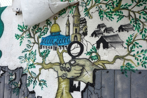 This political art, typical of paintings decorating the wall separating Israel and Palestine, comes with powerful symbolism: Along with the Dome of the Rock (sacred to Muslims), the broken wall, and the olive branch, is a key — what refugees took with them when evacuating their hometowns decades ago.