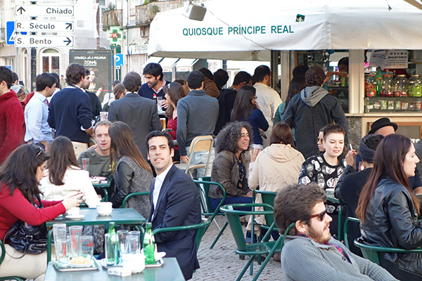 "Quiosque Cafés Bring Life to Lisbon Miradors: Kiosks (""quiosques"" in Portuguese) are the rage in Lisbon, giving squares and miradors (viewpoints) an outdoor café ambience. Judging by the crowds enjoying the spring sunshine, the economy is showing signs of happiness."
