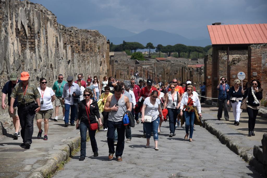 Pompeii Crowds