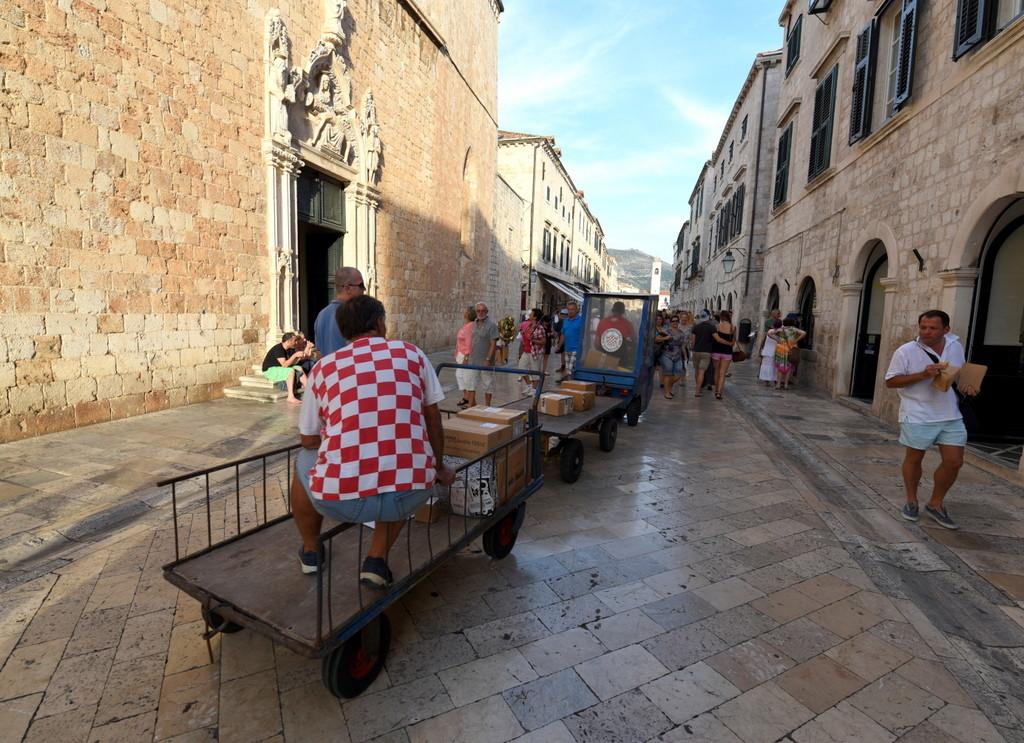 Cameron-Croatia-Dubrovnik-Cranky Cart