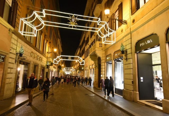 cameron-italy-rome-shopping-christmas-lights
