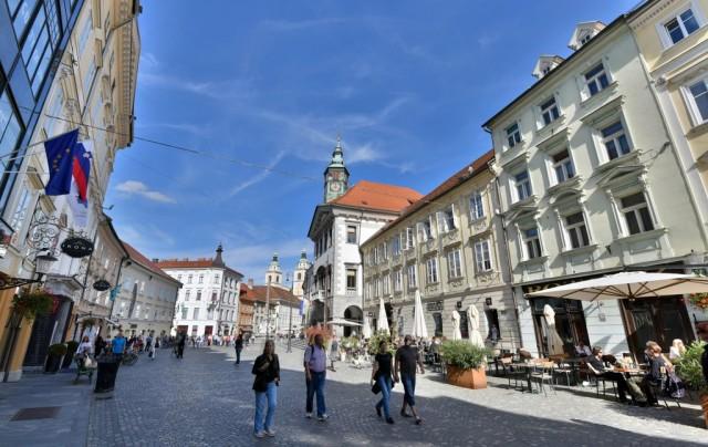 cameron-slovenia-ljubljana-town-hall-2
