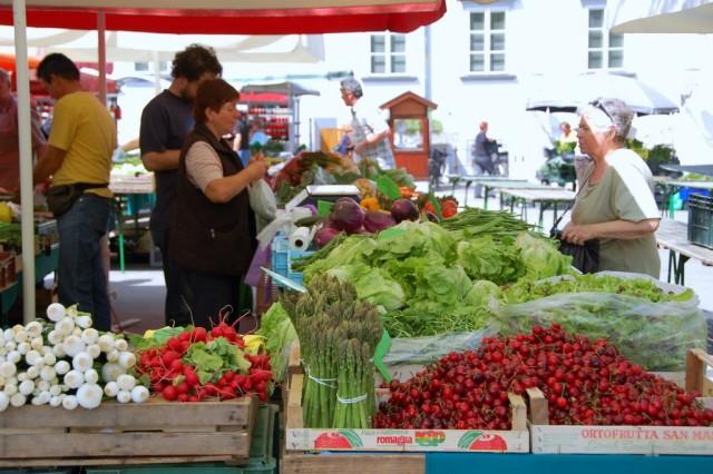 cameron-slovenia-ljuibljana-market-stalls