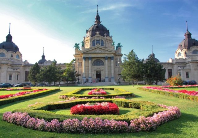 cameron-hungary-baths-budapest-szechenyi-outside