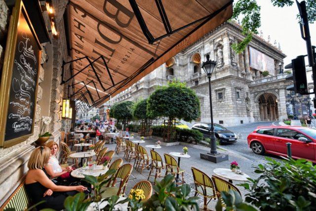 cameron-hungary-budapest-callas-cafe