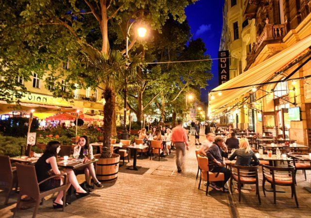 cameron-hungary-budapest-outdoor-dinner