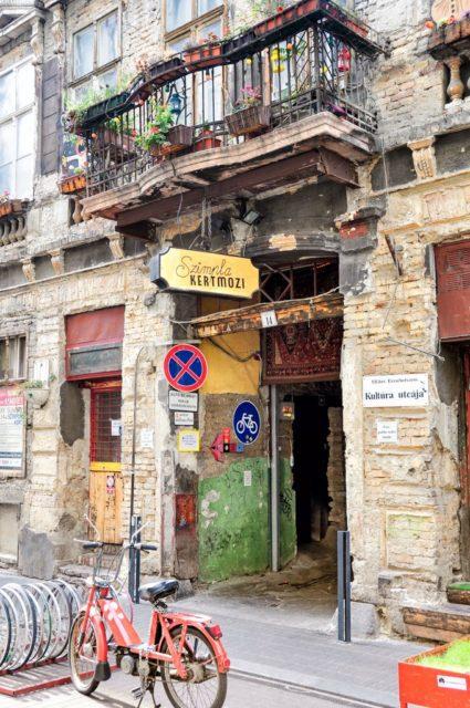 cameron-hungary-budapest-nightlife-ruin-pub-10