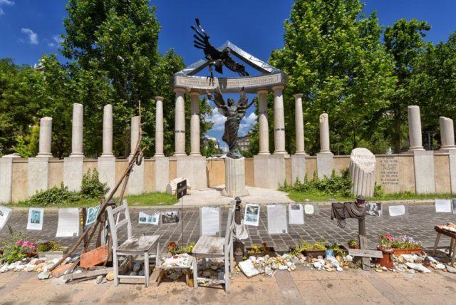 cameron-hungary-budapest-politics-WWII-memorial