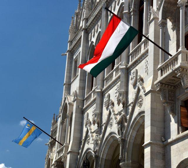 cameron-hungary-budapest-politics-transylvanian-flag