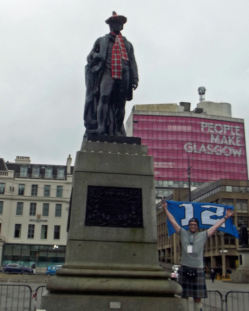 Colin-Mairs---Robert-Burns-statue---George-Square---Glasgow,-Scotland