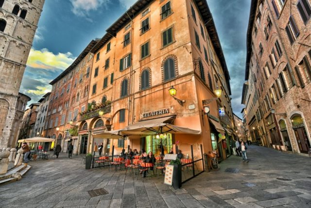 cameron-italy-lucca-street-6-640x428